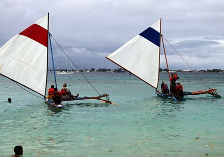 US Embassy folk and their friends set sail on WAM canoes. Photo: WAM