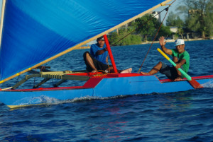 Di In Ek, skippered by Paul River, heads for home after placing 2nd in the Majuro Day 2015 Canoe Race.