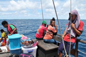 Sailing home from Eneko. Trainees Mighty Jormile, Susan Edward, Titus Zackious & Lajwi Saimon. Photo: Rosan Bartolome